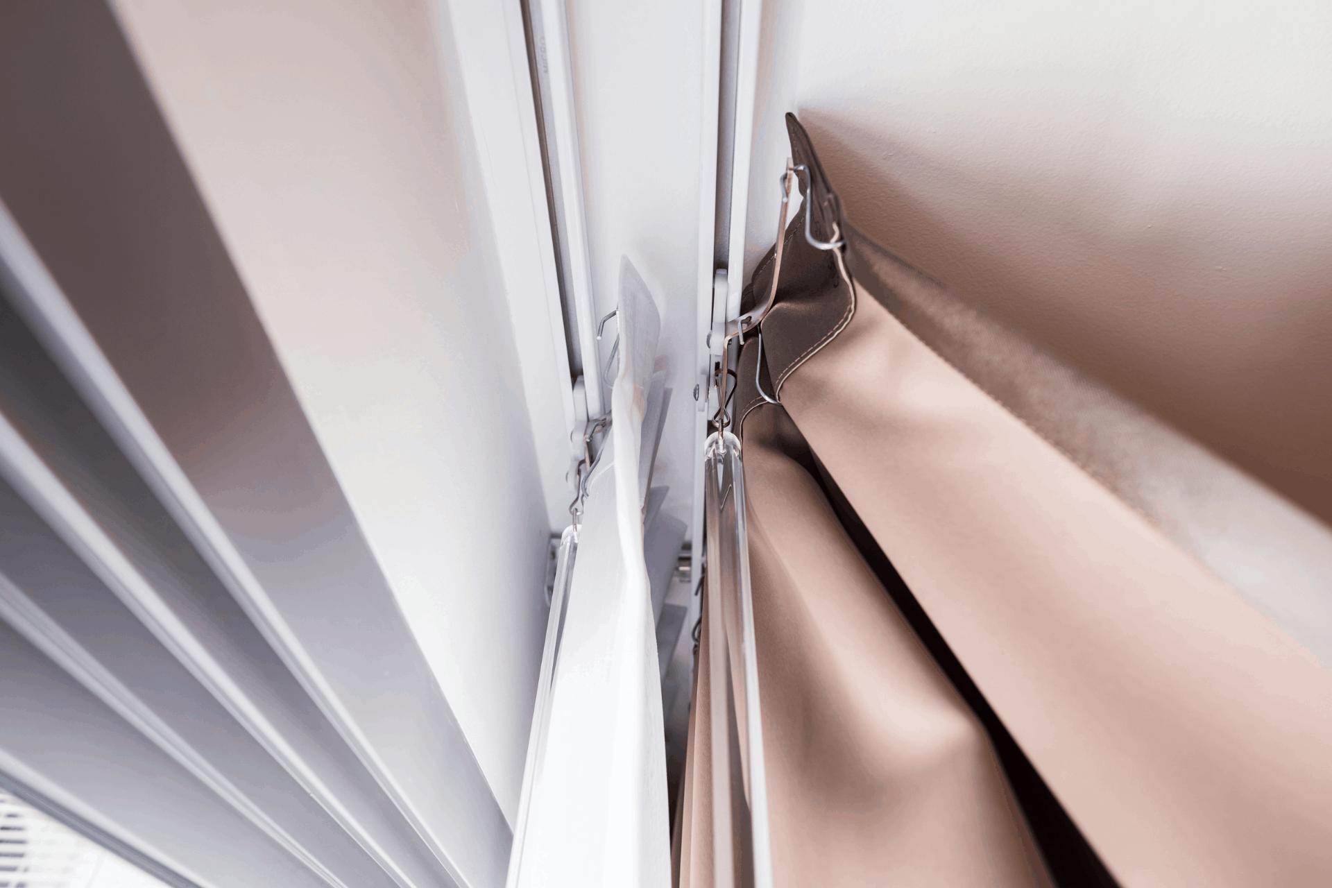 A függönysín megtisztítása