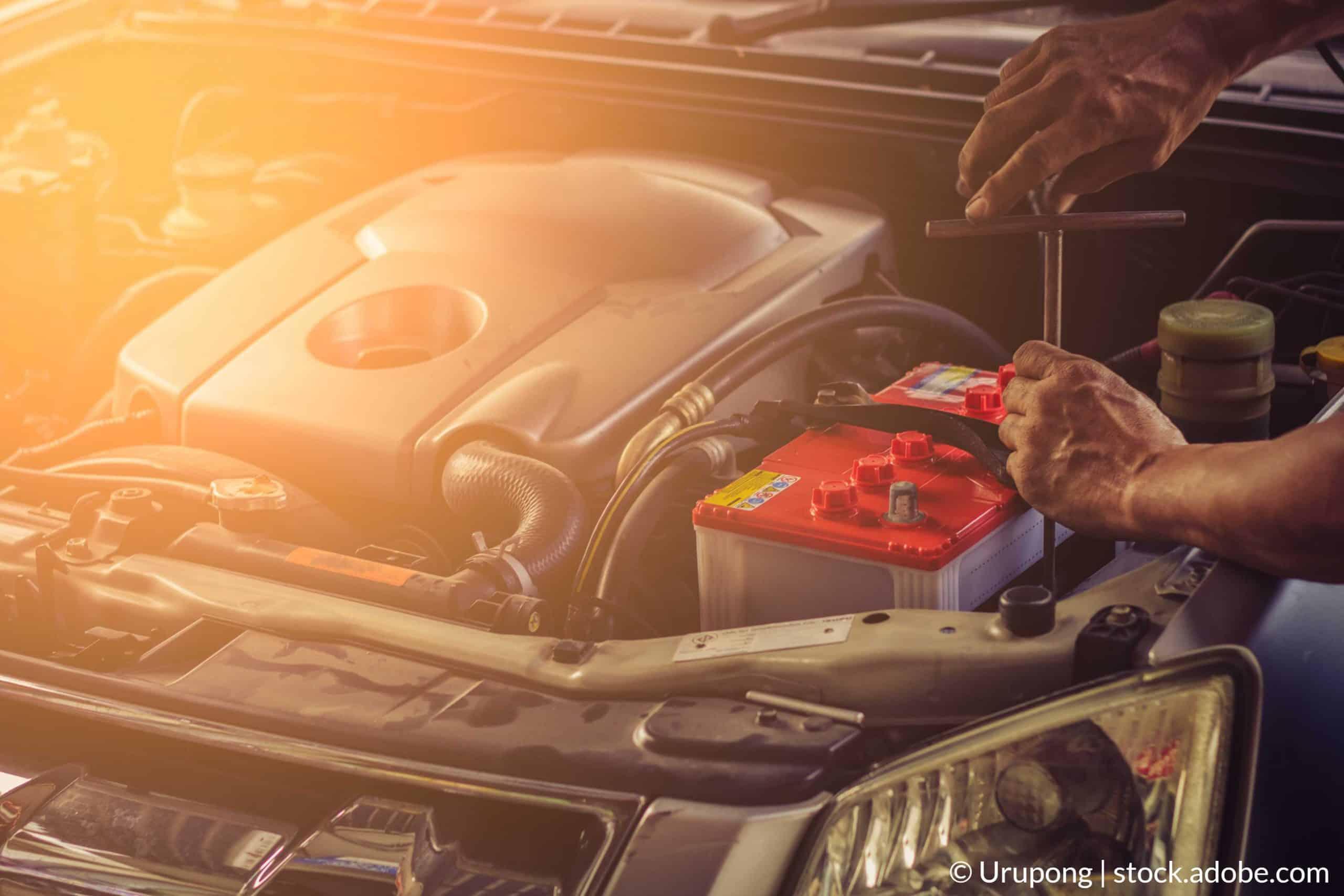 Az autó akkumulátorának cseréje