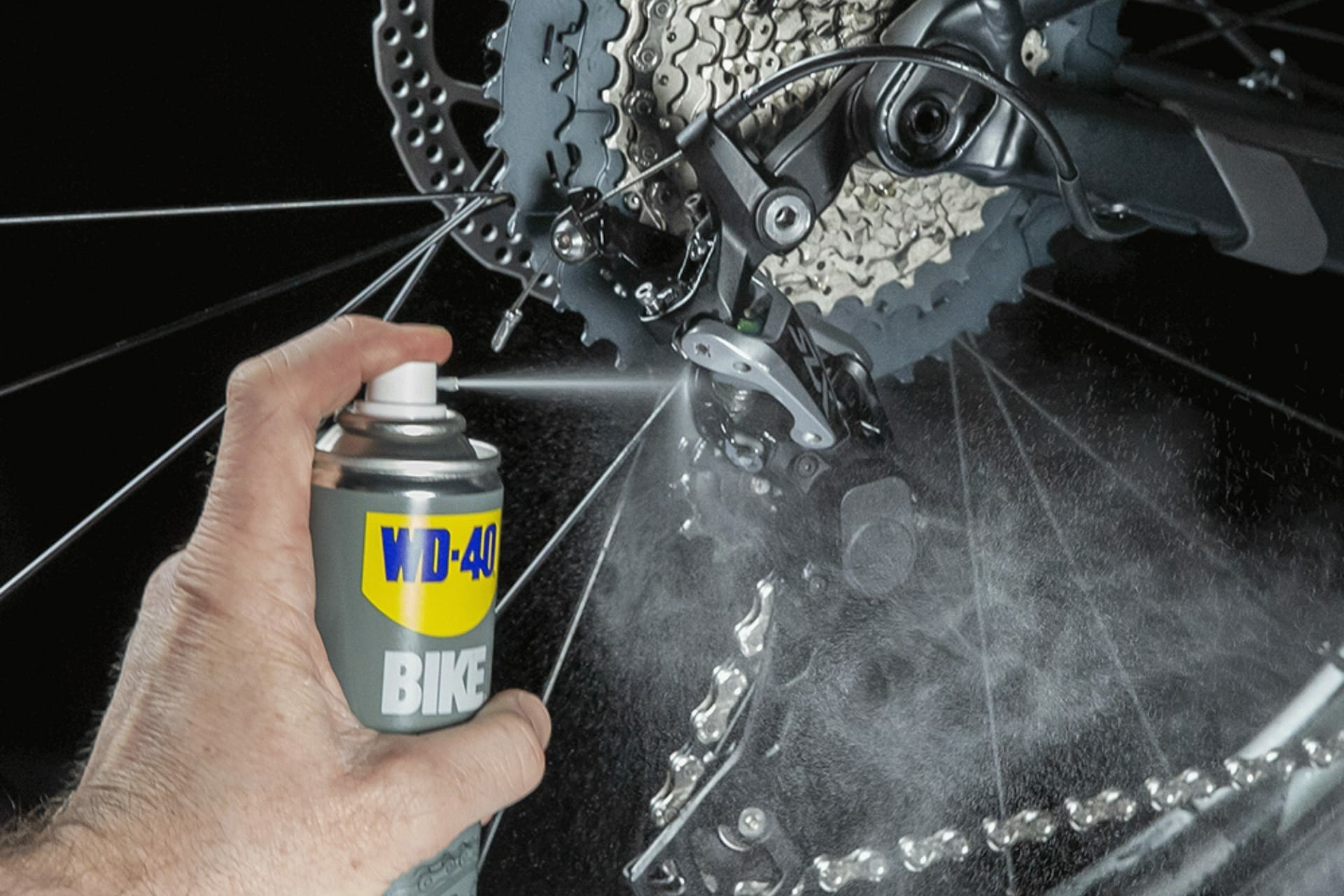 UK_WD40_BIKE_All_Conditions_Lube_250ml_Usage_2-1.jpg