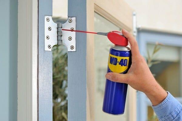 Hogyan tisztítsd meg az ajtód zsanérjait?